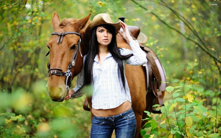 Girls and horse_1