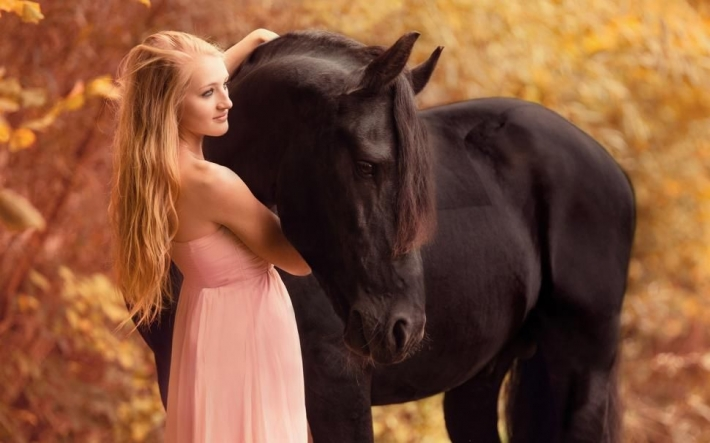 Girls and horse_7