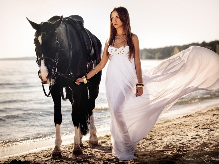 Girls and horse_15