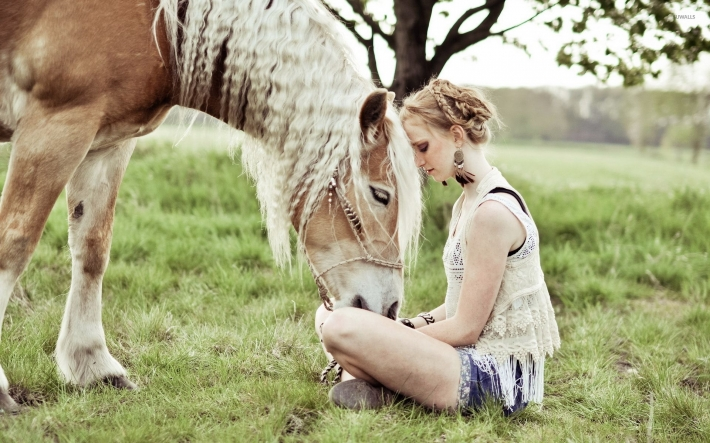 Girls and horse_31