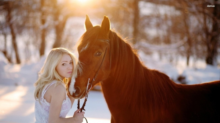 Girls and horse_48