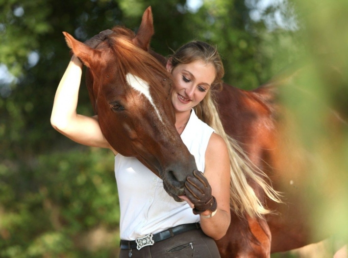 Girls and horse_10