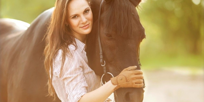 Girls and horse_12