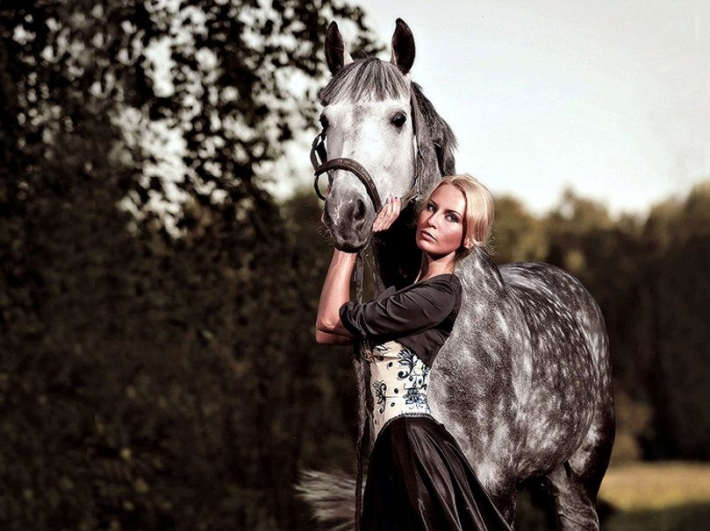 Girls and horse_49