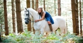 Girls and horse_32