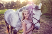 Girls and horse_40