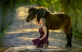 Girls and horse_41