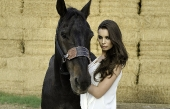 Girls and horse_54
